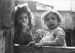 [Portrait de deux petites filles]
