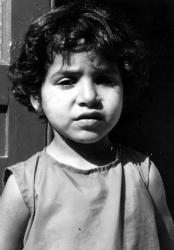 [Portrait d'une petite fille triste]