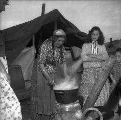 Mami Zanko et ses deux filles, Raïka et Vola
