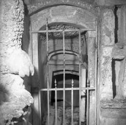 [Le Caveau du tombeau égyptien : Entrée Est de la galerie]