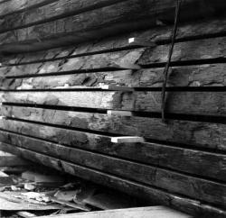 [Gros plan sur un empilement de planches en bois I]