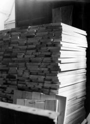 [Empilement de planches en bois]