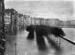 [Inondations de Lyon (1856) : vue du quai Saint-Antoine, du quai des Célestins et du quai Tilsitt]