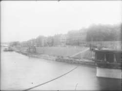 [Reconstruction de la travée centrale du pont de La Mulatière et vue sur le quai Jean-Jacques-Rousseau]