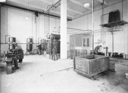 [Intérieur du laboratoire de la Société pour l'industrie chimique à Bâle (future Ciba), à Saint-Fons]