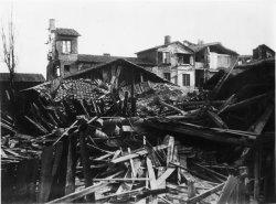 [Inondations de Lyon (1856) : vue des dégâts causés par les eaux, prise depuis la rue Antoine Dunoir]