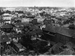 [Inondations de Lyon (1856) : vue des dégâts causés par les eaux, depuis le 56 de la rue Monsieur]