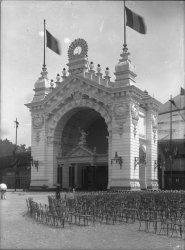 [Exposition Universelle de Lyon (1894) : porte d'honneur du palais principal]