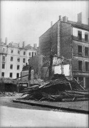 [Bombardement de Lyon par l'aviation alliée : une maison détruite, à Vaise]