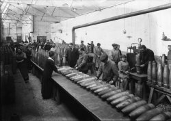 [Aciéries du Rhône, à Villeurbanne : atelier de fabrication d'obus]