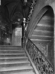 [21, rue Dubois : volée d'escalier à rampe droite et palier]