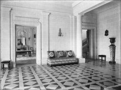 [Château de M. Lacroix-Laval : hall]