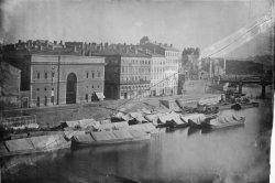 [Les anciens bâtiments de la douane et l'entrepôt des sels ou grenier à sel, sur le quai de l'Arsenal]