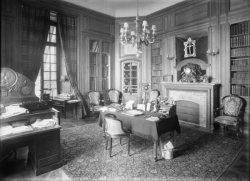 [Château de M. Lacroix-Laval : bureau ou bibliothèque]