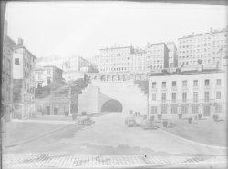 [Dessin de l'entrée du tunnel routier de la Croix-Rousse et de la place Louis-Chazette]