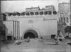 [Dessin de l'entrée du tunnel de la Croix-Rousse et de la place Louis-Chazette]