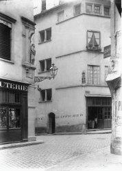 [11, rue Saint-Pierre le Vieux : façade du XVIe siècle]