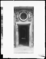 [10, rue Palais-Grillet : porte d'entrée]