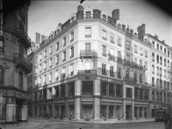 """[Magasin """"La Belle Jardinière"""", 62 rue de la République]"""