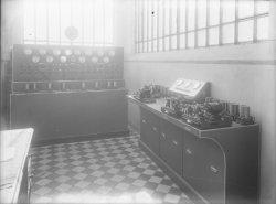 [Station de la Doua, relais radiotélégraphique et radiotéléphonique : appareils électriques]