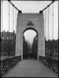 [Passerelle du Collège (lors de son inauguration en 1945 ?)]