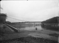[Pont Mouton : vue depuis les berges de la Saône]