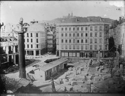 [Grands travaux d'urbanisme du Second Empire : ouverture de la rue Impériale et construction du palais du Commerce et de la Bourse]