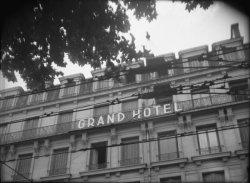 [Câbles de trolleybus devant le Grand Hôtel (rue de la République)]