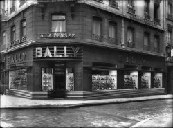 [Magasin de chaussures Bally]