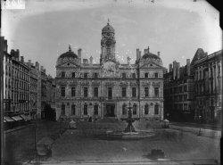 [Grands travaux d'urbanisme du Second Empire : la place des Terreaux et l'hôtel de ville de Lyon]