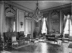 [Château : salon]