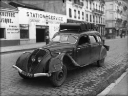 [Voiture Peugeot 402 gazogène (?)]