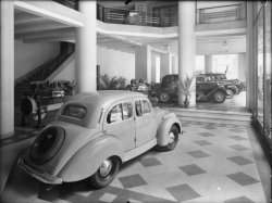 [Garage Atlas, avenue de Saxe : exposition de voitures Panhard]