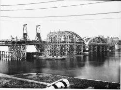 [Pont de Neuville-sur-Saône (?) en construction]