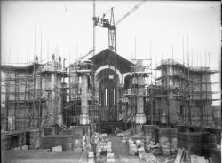 [Construction de l'église votive Notre-Dame du Sacré-Coeur, chemin de Saint-Eusèbe]