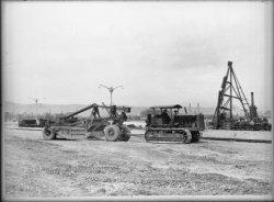 [Compagnie nationale du Rhône (CNR) : construction du port Edouard Herriot : véhicule à chenilles]