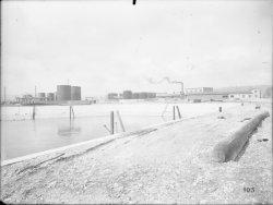 [Compagnie nationale du Rhône (CNR) : construction du port Edouard Herriot : pont métallique]