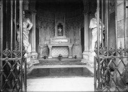 [Tombeau du Maréchal de Castellane (1788-1862)]