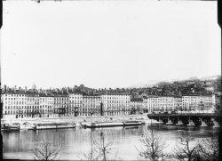 [L'Ancien pont Morand et les bains Marmet sur le Rhône]