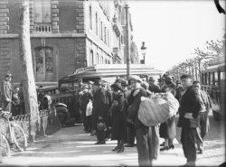 [Accident entre une voiture et le bus Lyon-Romans, à l'angle du quai Victor-Augagneur et de la rue Rabelais]