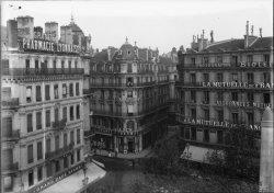 [Grande Pharmacie Lyonnaise et Grand Café Riche au carrefour de la place de la République, de la rue de Jussieu et de la rue du Président Carnot]