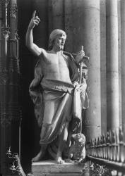 [Cathédrale Saint-Jean : sculpture de Saint Jean-Baptiste]