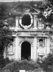 [Le Nymphée du château d'Ombreval à Neuville-sur-Saône]
