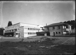 """[Coopérative agricole """"Le Génie rural"""" : bâtiment de la coopérative fruitière de Marcilly-d'Azergues (?)]"""