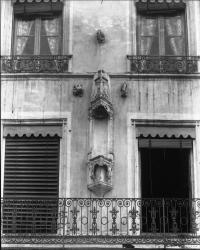 [Niche sans statue, 42, quai Saint-Louis, à Vienne]