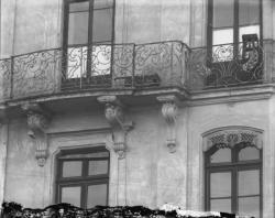 [19, place Tolozan : balcon du troisième étage de la maison Antoine Tolozan]