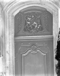 [4, rue Sainte-Marie des Terreaux : porte et imposte]
