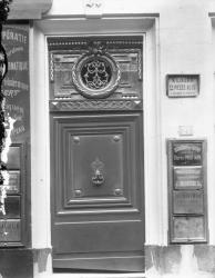 [21, rue d'Alsace, actuellement rue d'Alsace-Lorraine : porte décorée]