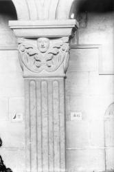 [Basilique Saint-Martin d'Ainay à Lyon : détail d'un chapiteau]
