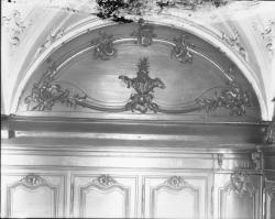 [Salle des archives de l'hospice de la Charité : sculpture d'angelot]
